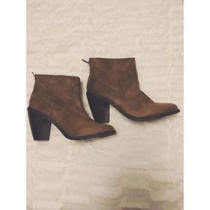 Shoes - Heeled zip up boot